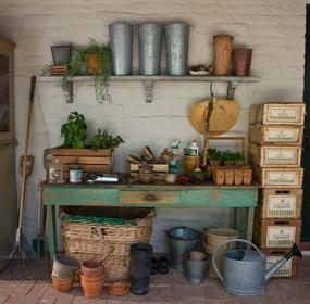 Ültető asztal a kertbe